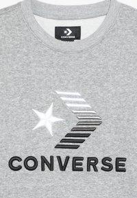 Converse - 3D EMBRIODERED COLOURBLOCK CREW - Felpa - dark grey heather - 4