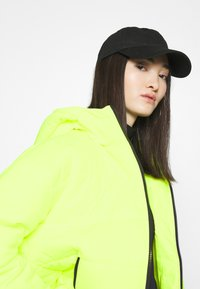 Nike Sportswear - CORE  - Light jacket - volt/black - 3