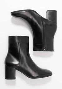 Vagabond - NICOLE - Kotníkové boty - black - 3