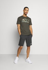 Nike Performance - DRY TEE BLOCK - Print T-shirt - sequoia/mystic stone - 1