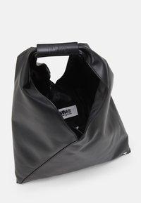 MM6 Maison Margiela - BORSA MANO - Bolso shopping - black - 3