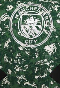 Puma - MANCHESTER CITY CREW - Club wear - silver/green - 2