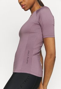 ONLY Play - ONPPERFORMANCE BIKE - T-Shirt print - elderberry - 4