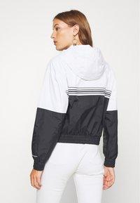 Calvin Klein Jeans - STRIPE TAPE HOODED WINDBREAKER - Summer jacket - black - 2