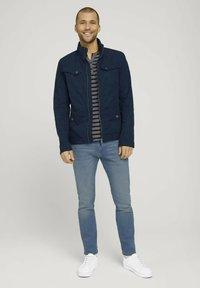 TOM TAILOR - Camiseta estampada - blue white stripe - 1