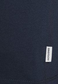 Jack & Jones - JJEORGANIC BASIC TEE O-NECK 5 PACK - T-shirt - bas - black/white/navy - 6