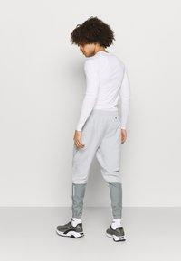 Nike Performance - ESSENTIAL PANT - Tracksuit bottoms - light smoke grey/smoke grey/silver - 2