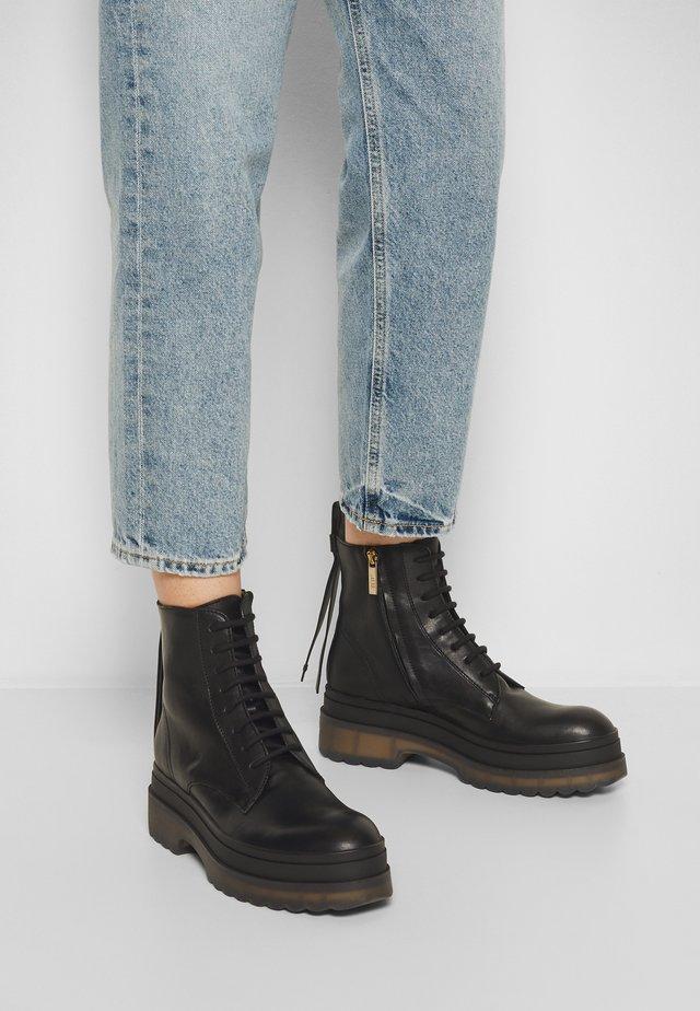 COMBAT BOOT - Kotníkové boty na platformě - nero