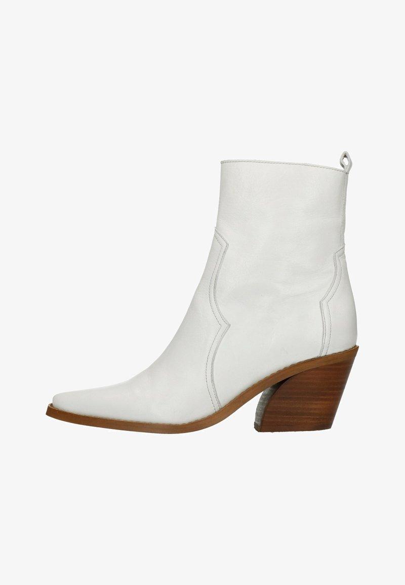 Manfield - Cowboy/biker ankle boot - white