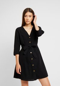 Pieces - PCESMO 3/4 SLEEVE DRESS - Robe chemise - black - 0