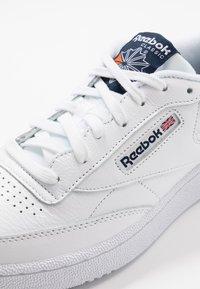 Reebok Classic - CLUB C 85 - Sneaker low - white/conavy/fire orange - 6
