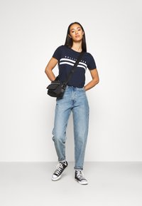 Hollister Co. - TUCKABLE SPORTY - T-shirts med print - navy - 1