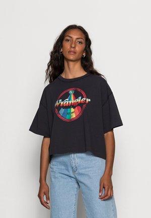 BOXY TEE - Print T-shirt - worn black