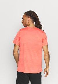 Nike Performance - DRY SUPERSET - T-shirt - bas - magic ember/black - 2