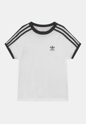 3 STRIPES TEE UNISEX - Camiseta estampada - white/black