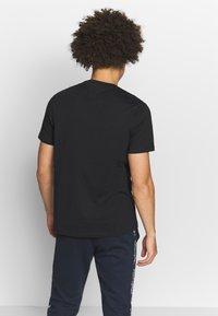 Champion - CREWNECK  - T-shirt basic - black - 2