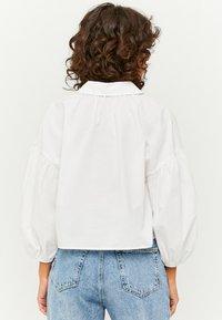 TALLY WEiJL - PUFFÄRMELN - Button-down blouse - whi006 - 2