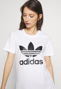 adidas Originals - TEE - Print T-shirt - white - 4