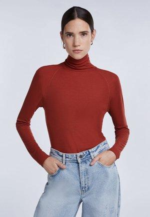 Long sleeved top - maroon