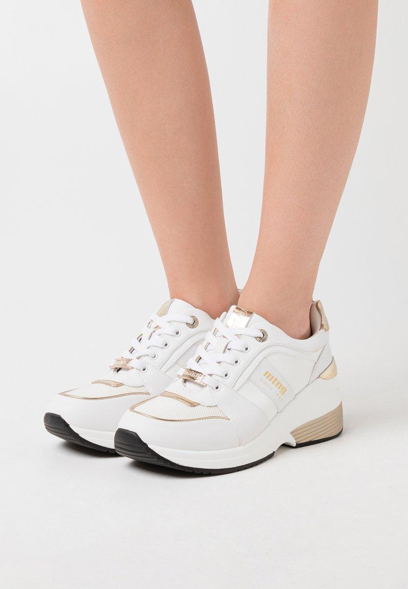 mtng - AMBY - Zapatillas - sone blanco