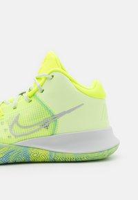 Nike Performance - KYRIE FLYTRAP 4 - Koripallokengät - barely volt/photon dust/volt/aluminum - 5