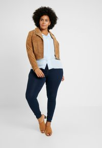 CAPSULE by Simply Be - BIKER JACKET - Faux leather jacket - camel - 1