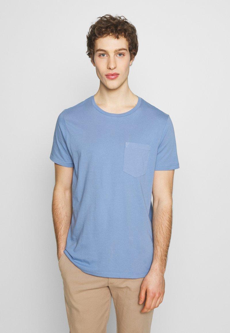 Club Monaco - WILLIAMS - T-shirt - bas - cerulean