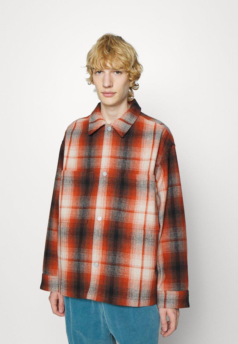 Levi's® - PORTOLA CHORE COAT UNISEX - Summer jacket - anatase picante