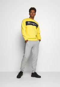 Champion - CREWNECK - Mikina - yellow - 1