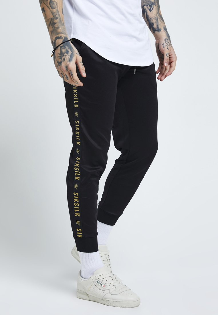 SIKSILK - Pantalon de survêtement - black/gold