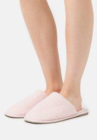 Vero Moda - VMIZA SLIPPERS - Slippers - sepia rose - 0