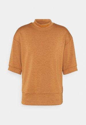 HIGH NECK TEE - Basic T-shirt - camel