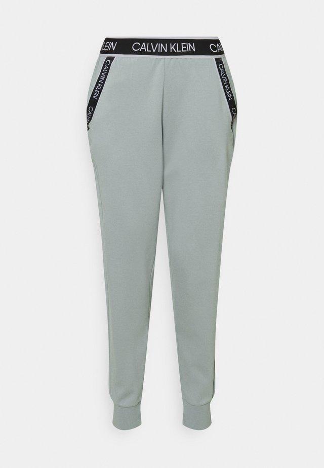 PANTS - Teplákové kalhoty - green