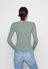 Even&Odd - Langærmede T-shirts - green - 2