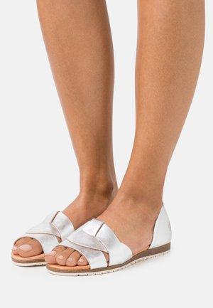 COCO - Sandały - plata