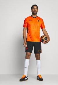 Nike Performance - NIEDERLANDE KNVB HOME - Voetbalshirt - Land - safety orange/black - 1