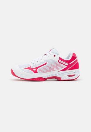 WAVE EXCEED SL 2 AC - Buty tenisowe uniwersalne - white/rose red/nimbus cloud