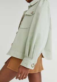 PULL&BEAR - Lehká bunda - light green - 4