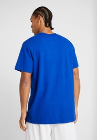 Nike Performance - NBA GOLDEN STATE WARRIORS LOGO TEE - Club wear - rush blue