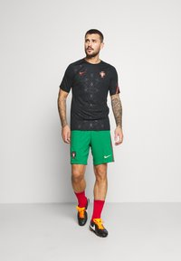 Nike Performance - PORTUGAL SHORT - Sports shorts - pine green/metallic gold - 1