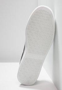 Kappa - MESETA - Sports shoes - black/white - 4