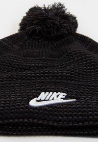 Nike Sportswear - CUFFED BEANIE FUT POM UNISEX - Mütze - black/white - 2