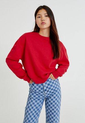 MIT RUNDAUSSCHNITT - Sweater - red