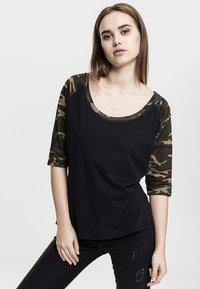 Urban Classics - Print T-shirt - black - 0