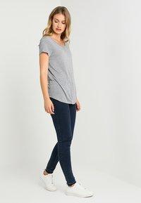 GAP - LUXE - Basic T-shirt - light heather grey - 1