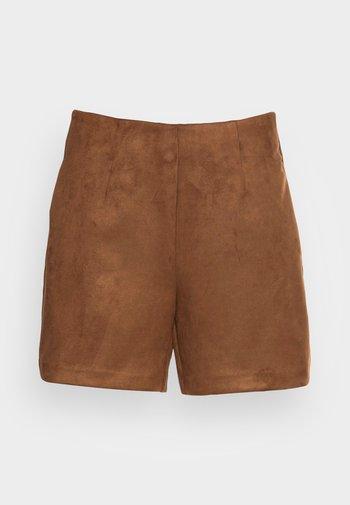 VMDONNAHAZEL  SHORTS - Trousers - emperador