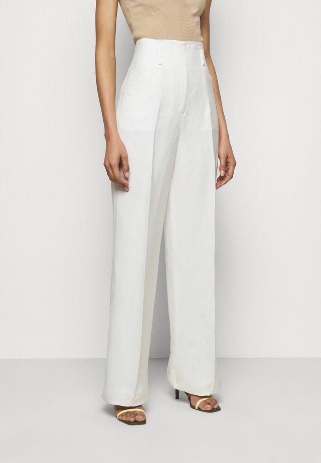 TROUSERS - Pantalones - white