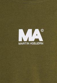 Martin Asbjørn - TEE - T-shirt print - olive - 2