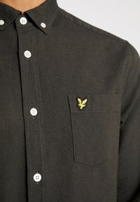 Lyle & Scott - REGULAR FIT  - Skjorta - true black/olive - 5