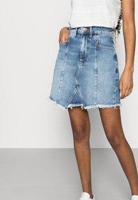 Even&Odd Petite - DENIM SKIRT - Denim skirt - light blue denim - 3